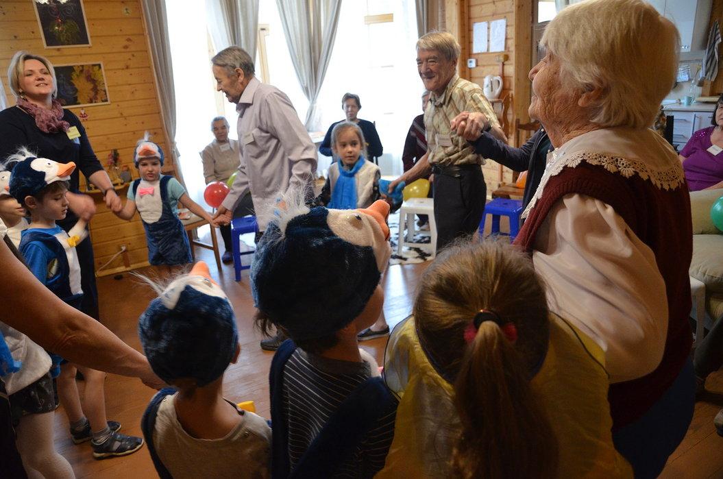 Совместное мероприятие для воспитанников детского сада ипожилых людей